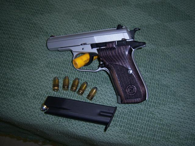 PLEASE no posts without pictures...Show members what you carry and which holster-100_0880.jpg