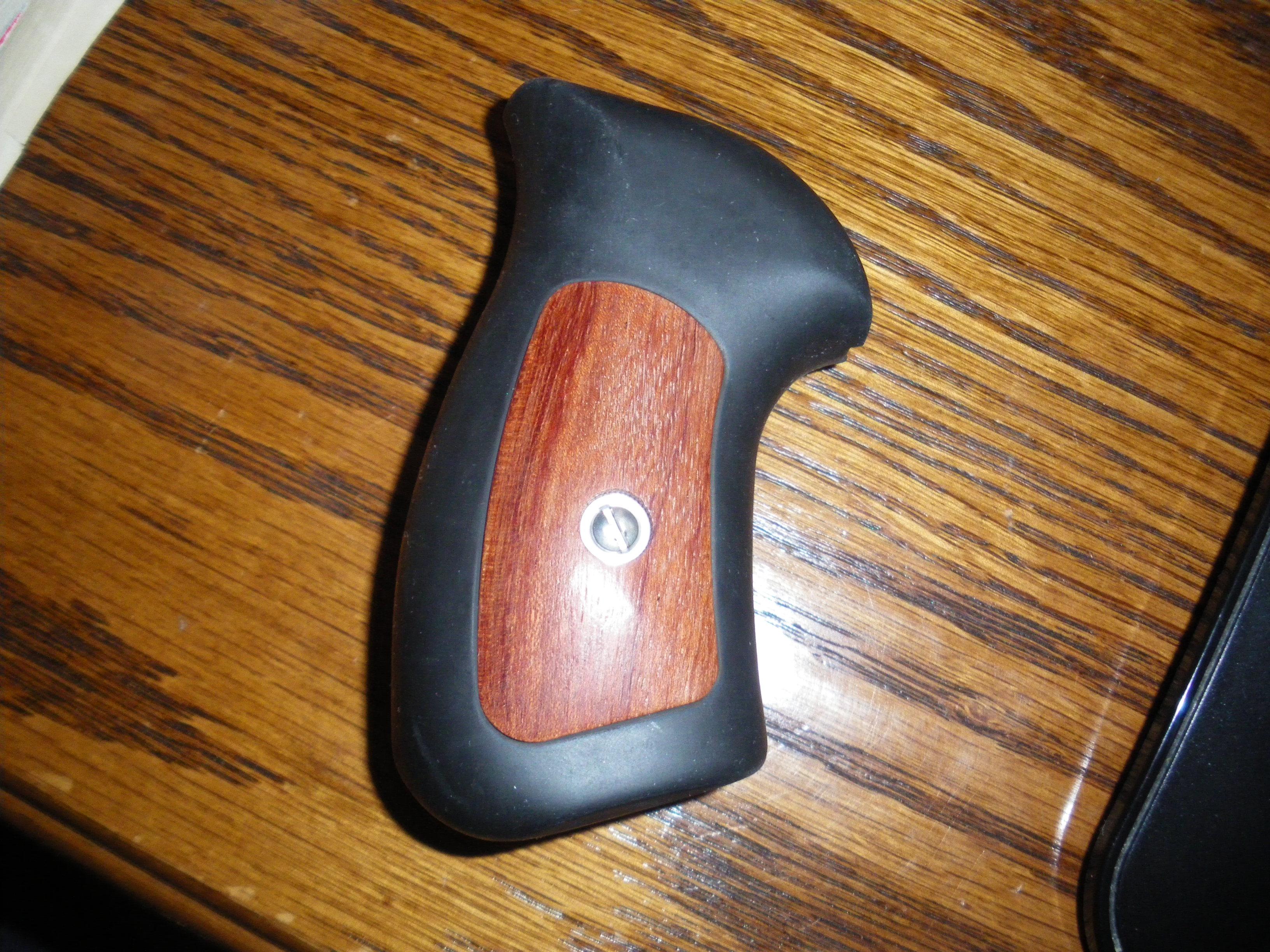 WTB: Ruger GP100 compact grips (Kansas)