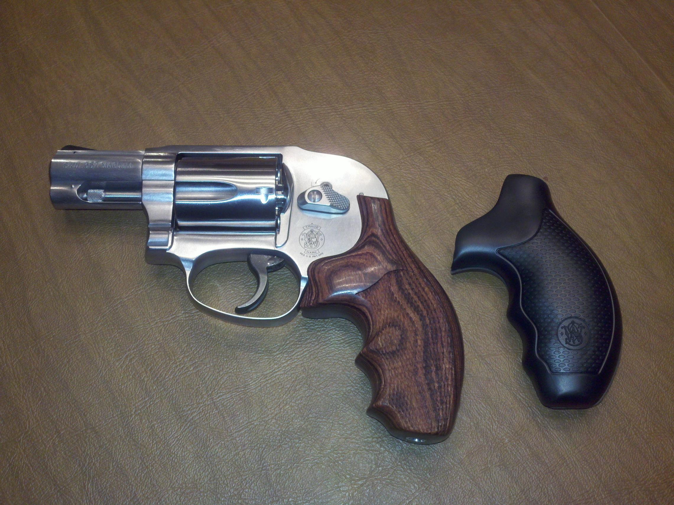 New Hogue grips on my S&W 649...SWEET!!!-2011-02-07_22-04-26_407.jpg
