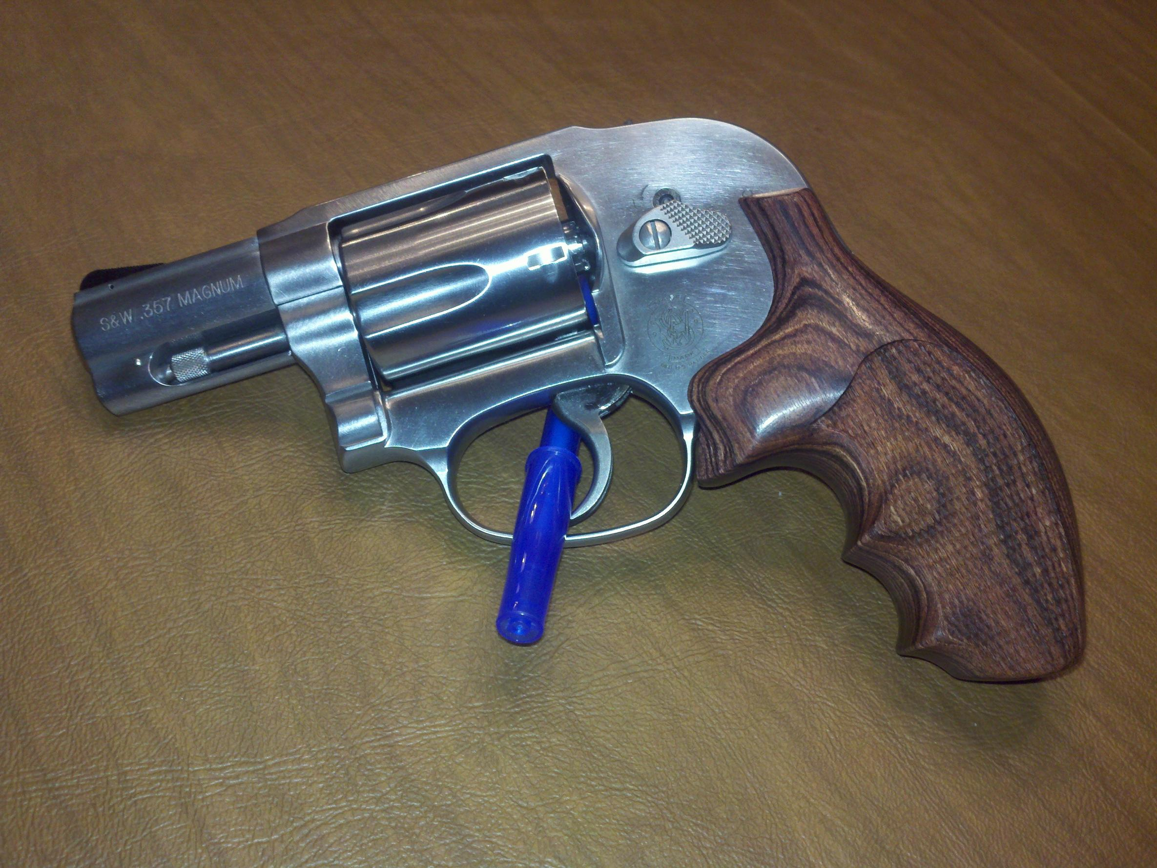 New Hogue grips on my S&W 649...SWEET!!!-2011-02-07_22-07-03_890.jpg