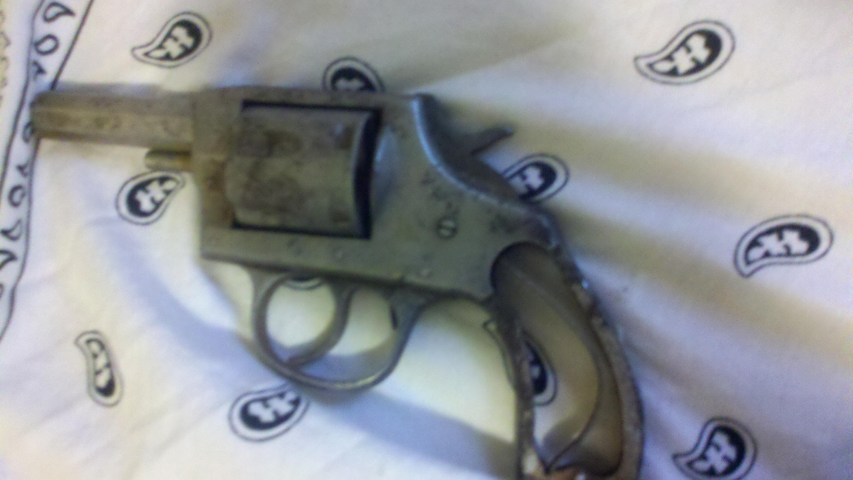 Please help me idenfiy my very old revolver!!!!!! i need to buy parts!!!!-2011-05-08_10-56-47_811.jpg