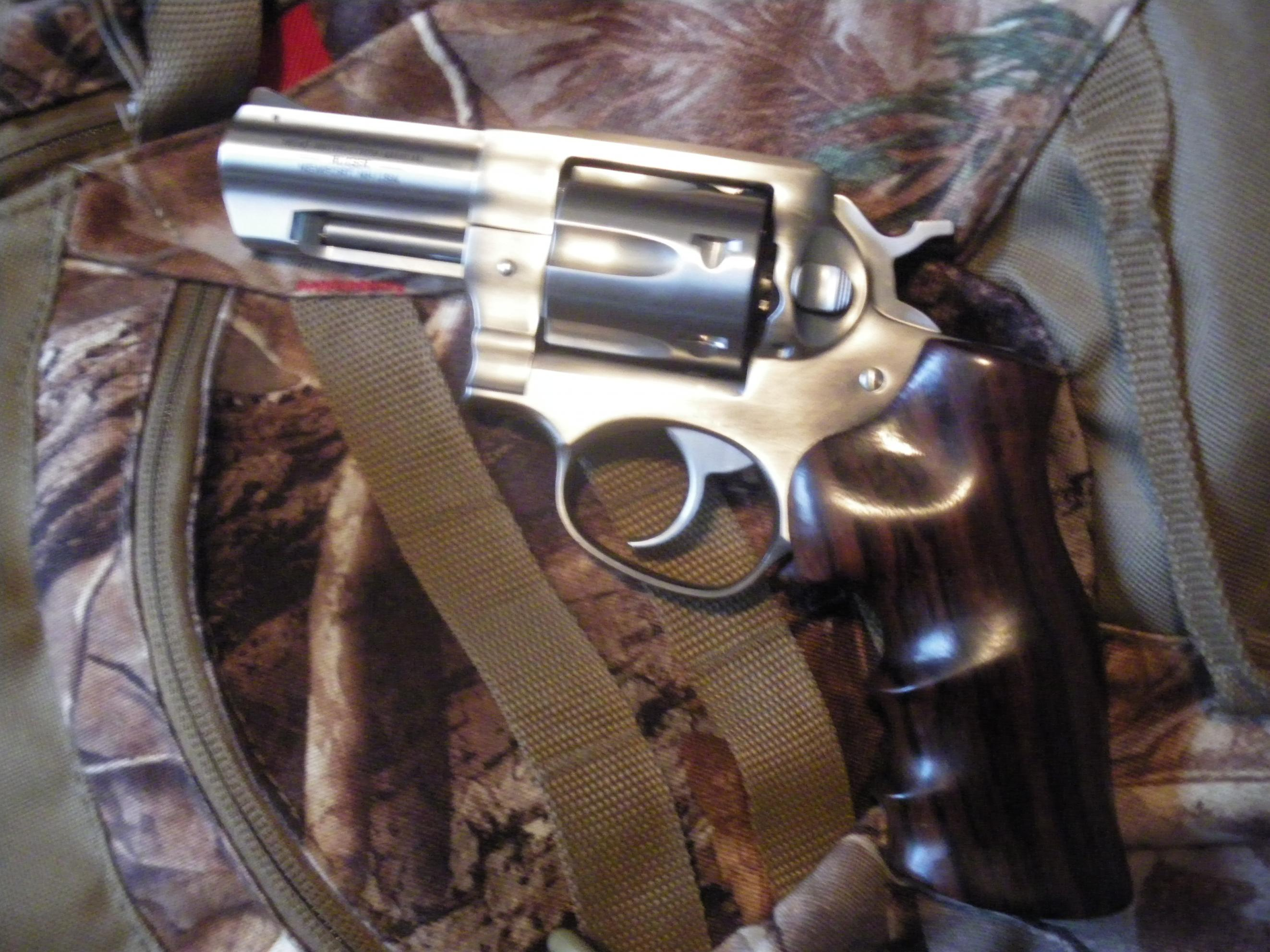 A New Sixgun and some old Don Hume leather....-2012-08-17-17.35.14.jpg