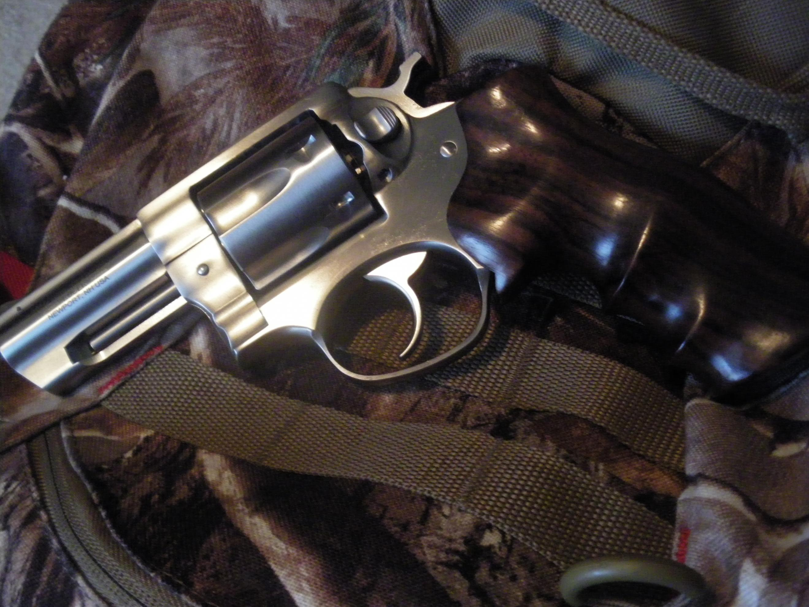 A New Sixgun and some old Don Hume leather....-2012-08-17-17.36.03.jpg
