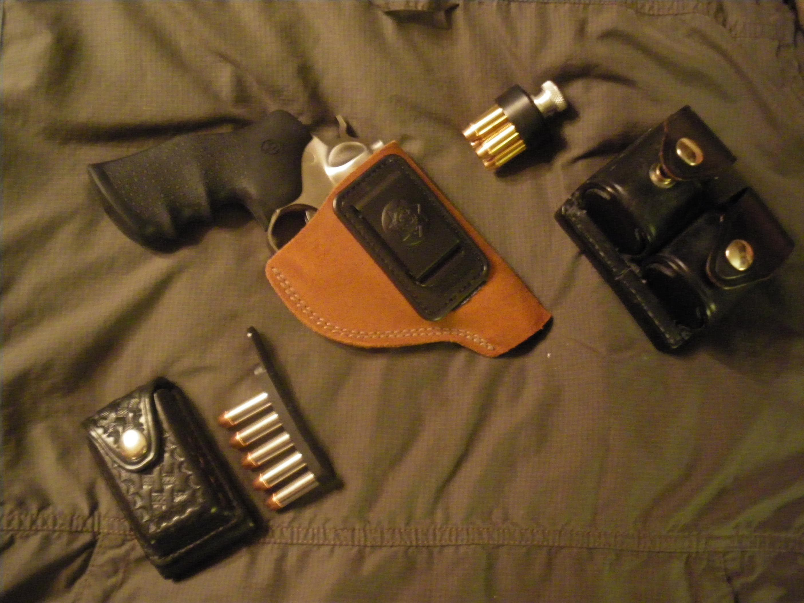 A New Sixgun and some old Don Hume leather....-2012-08-19-08.08.03.jpg