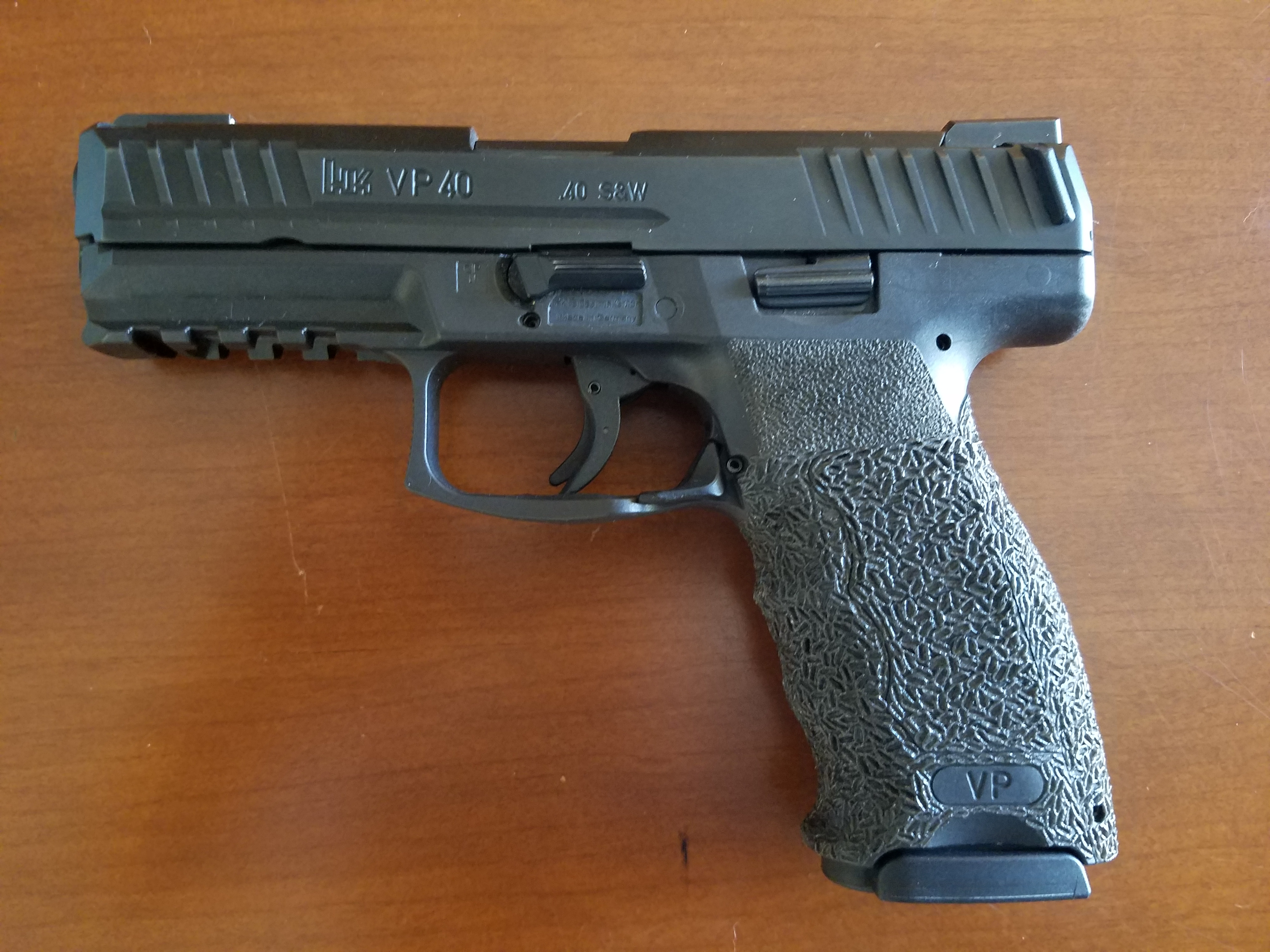 WTS:  HK VP 40, 4 magazines, TruGLO TFX Sights, Original Box and all grip inserts-20180819_155047.jpg