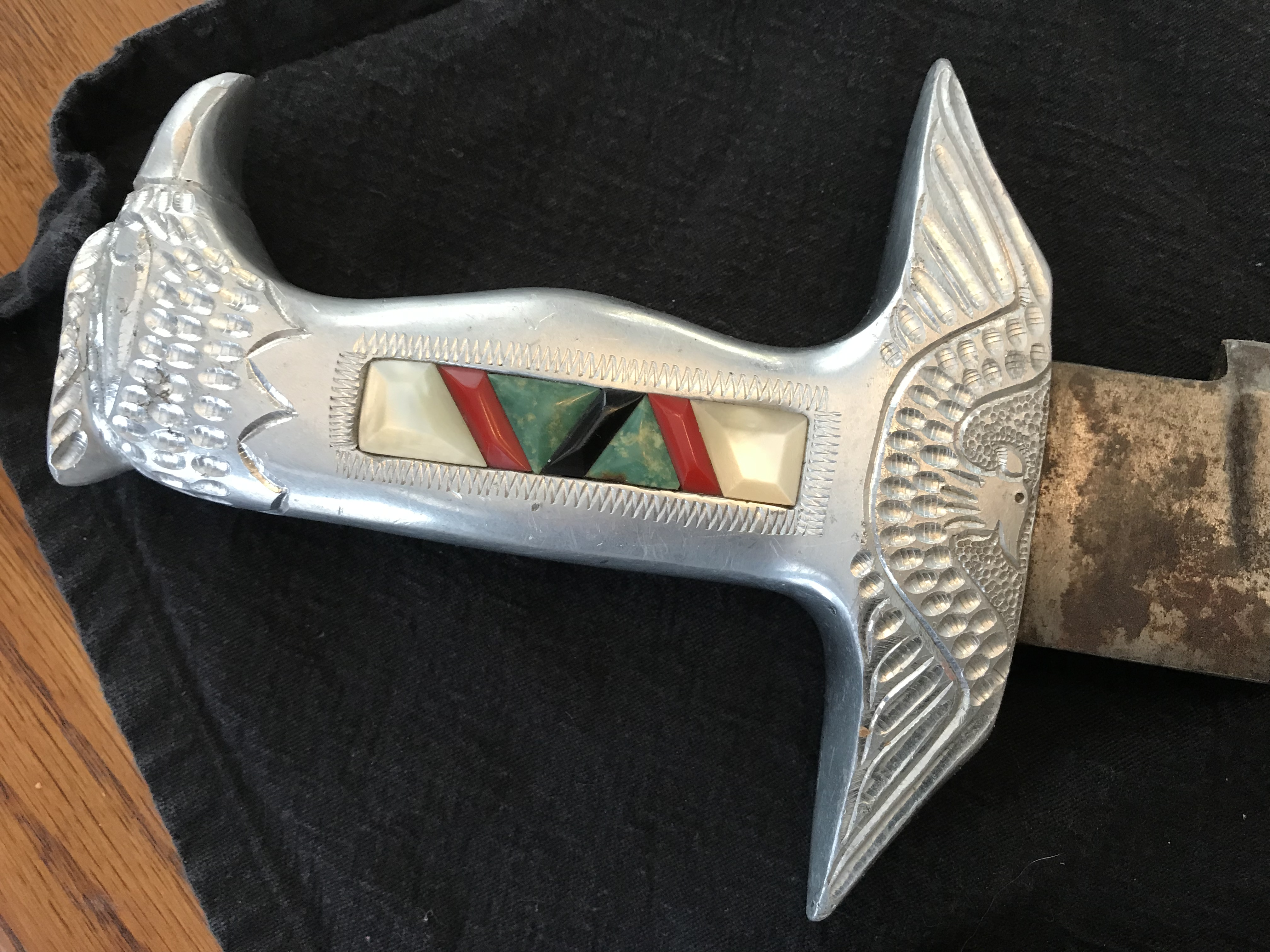 Is this knife worth anything?-42e1bd5a-26fe-4aff-a286-4779bf102d2f.jpeg