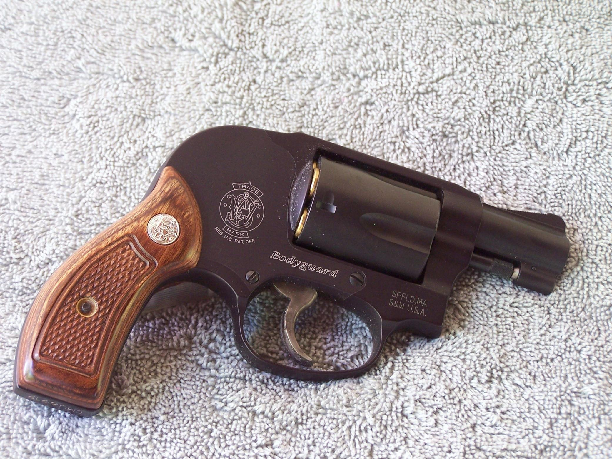 Thin conceal grips for a Smitty 642?