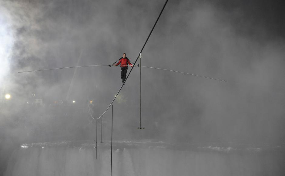 GOTTA SEE!: Wallenda's HIGH-WIRE WALK OVER NIAGARA FALLS !!!-4tightrope_ap.jpg
