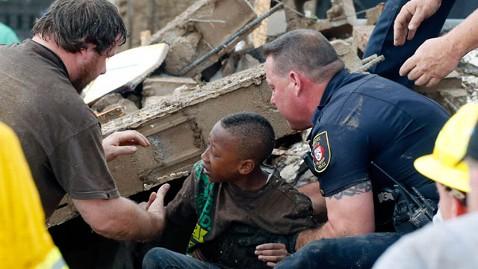Oklahoma tornado outbreak-ap_tornado_rescue_2_nt_130520_wblog.jpg