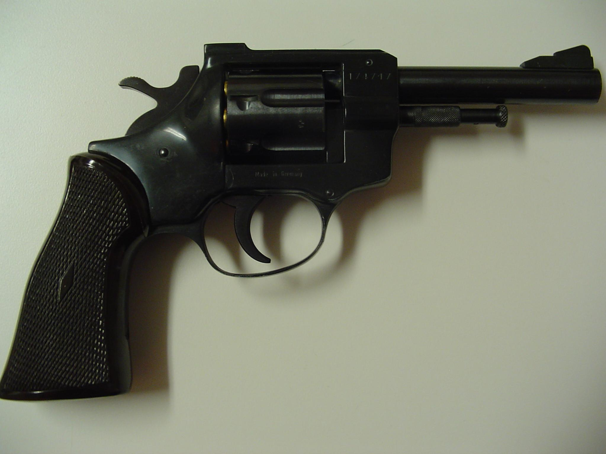7 shot revolvers :  are easy to carry-armnuis-32-long.jpg