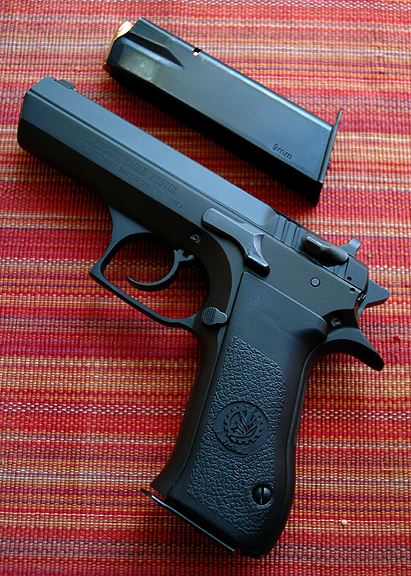 Magnum Research Baby Eagle 9mm-.jpg