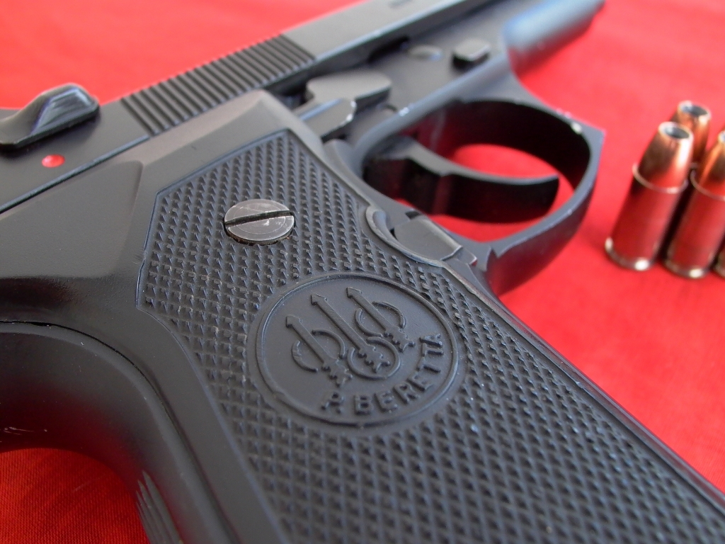First time shooting indoors, and my Beretta 92FS!-beretta-logo-small.jpg