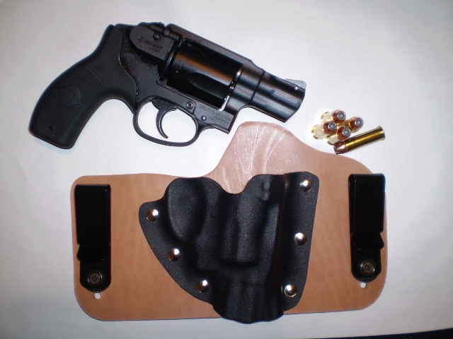Another really nice Tommy Theis holster-bodyguard38with-holster.jpg