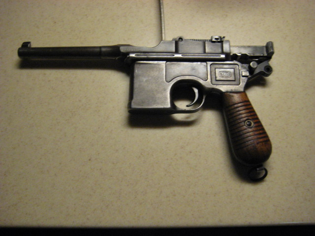 Bought an old CLIP fed pistol today.-broomhandle_w_clip.jpg