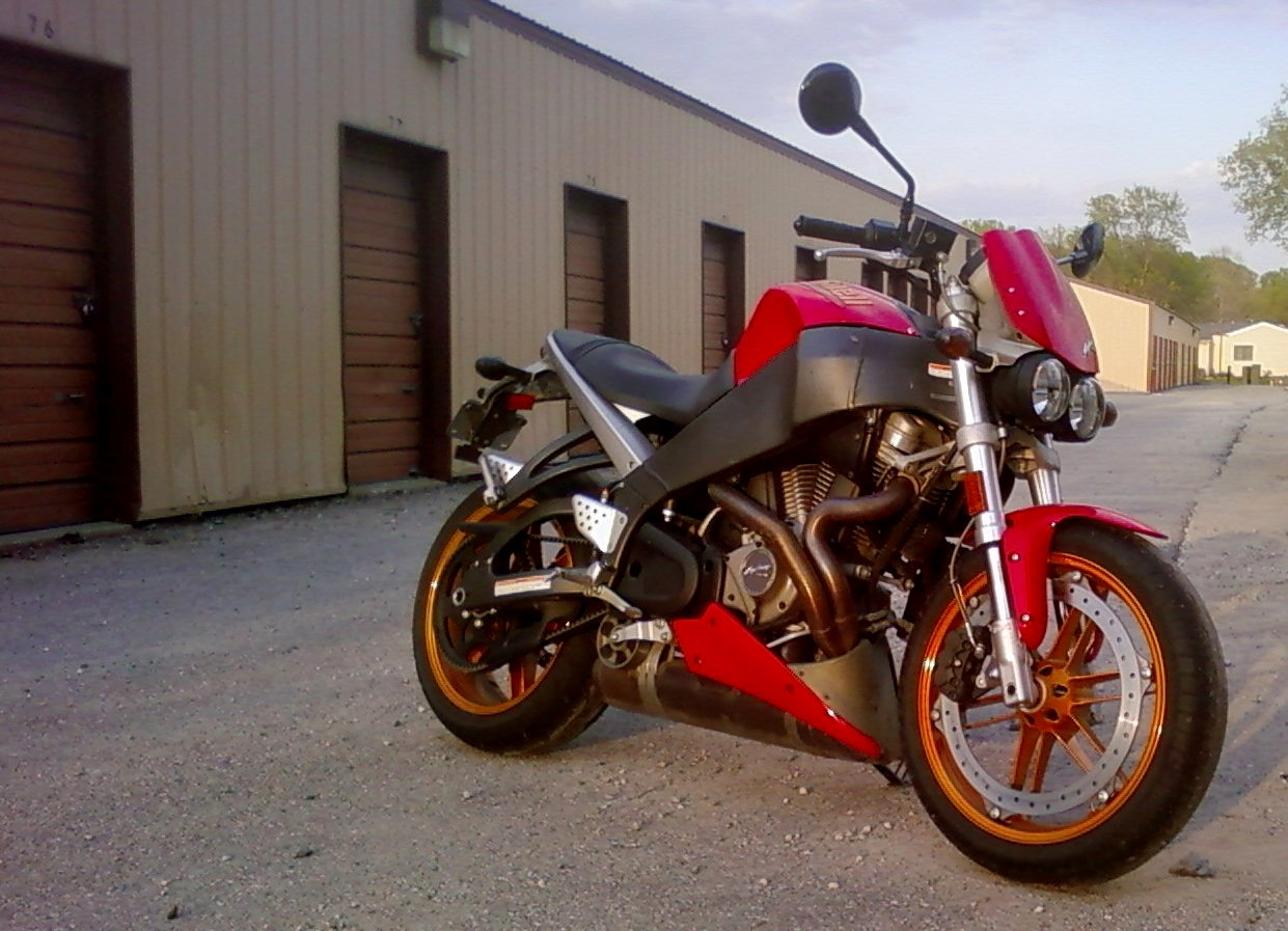 New kid from central Iowa-buell-lightning.jpg