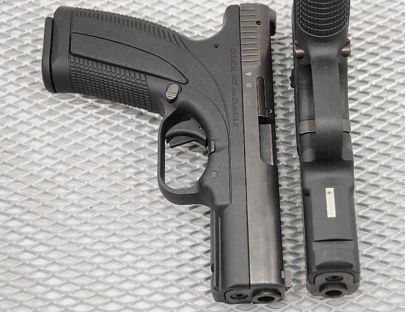 Smaller Gun-cara_0016.jpg