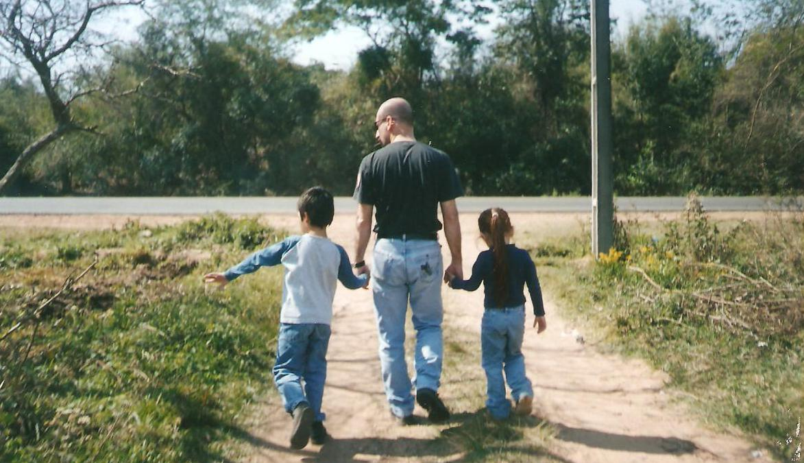 Post your pictures!-carlos-hijos-2004.jpg
