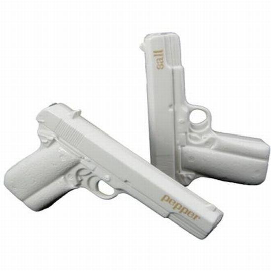 AW Ban-ceramic-gun-salt-pepper-shakers_4grbt_24702.jpg