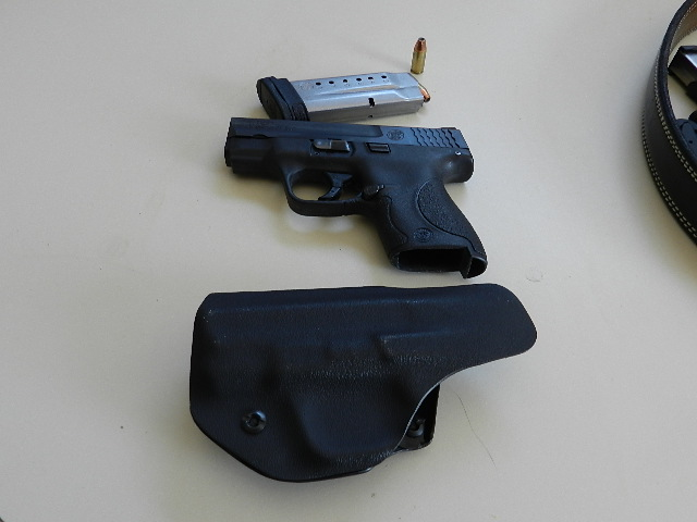 Uncle Mikes inside the waistband for Glock 42