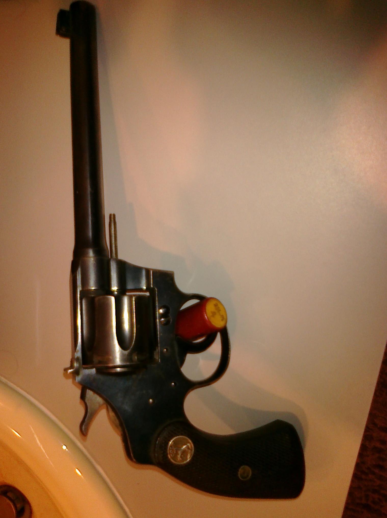 this old gun-colt-yea.jpg