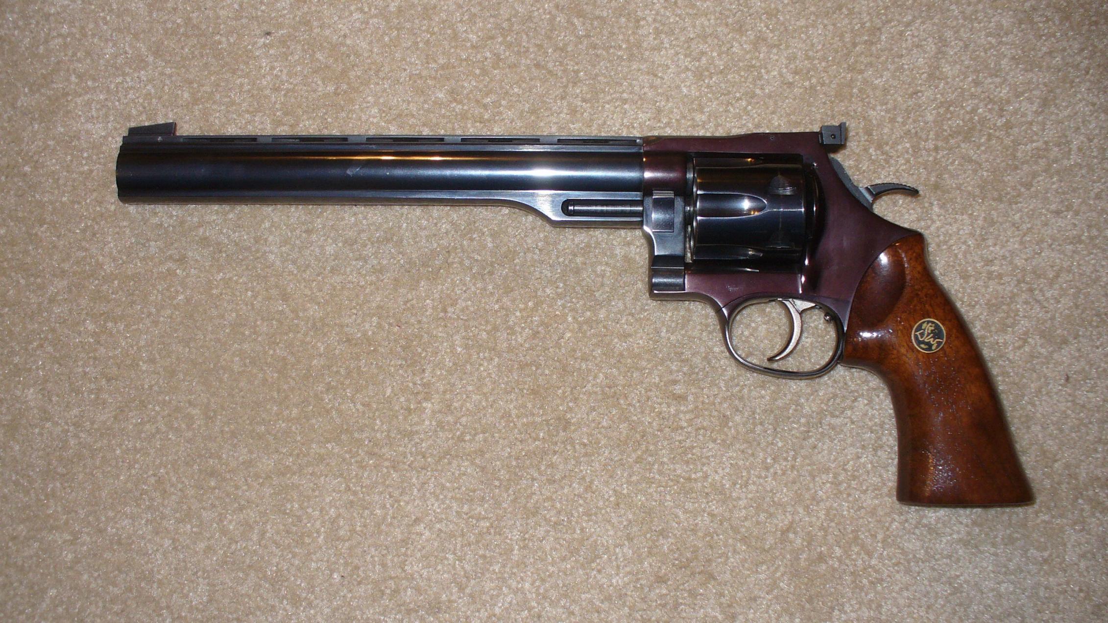 Help wigth a Gun value-dan-wesson-44.jpg