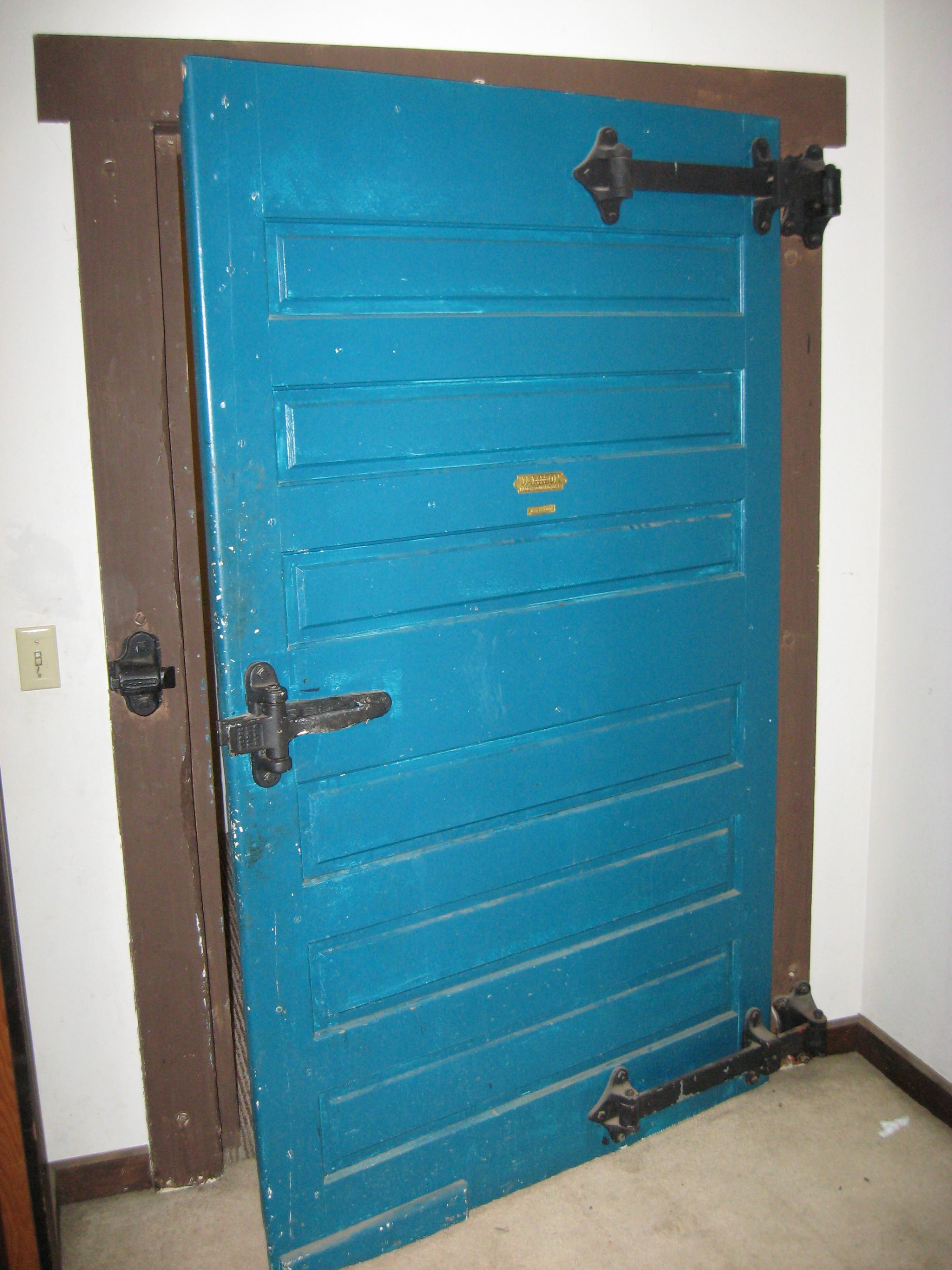 Opening your front door while carrying-door2.jpg