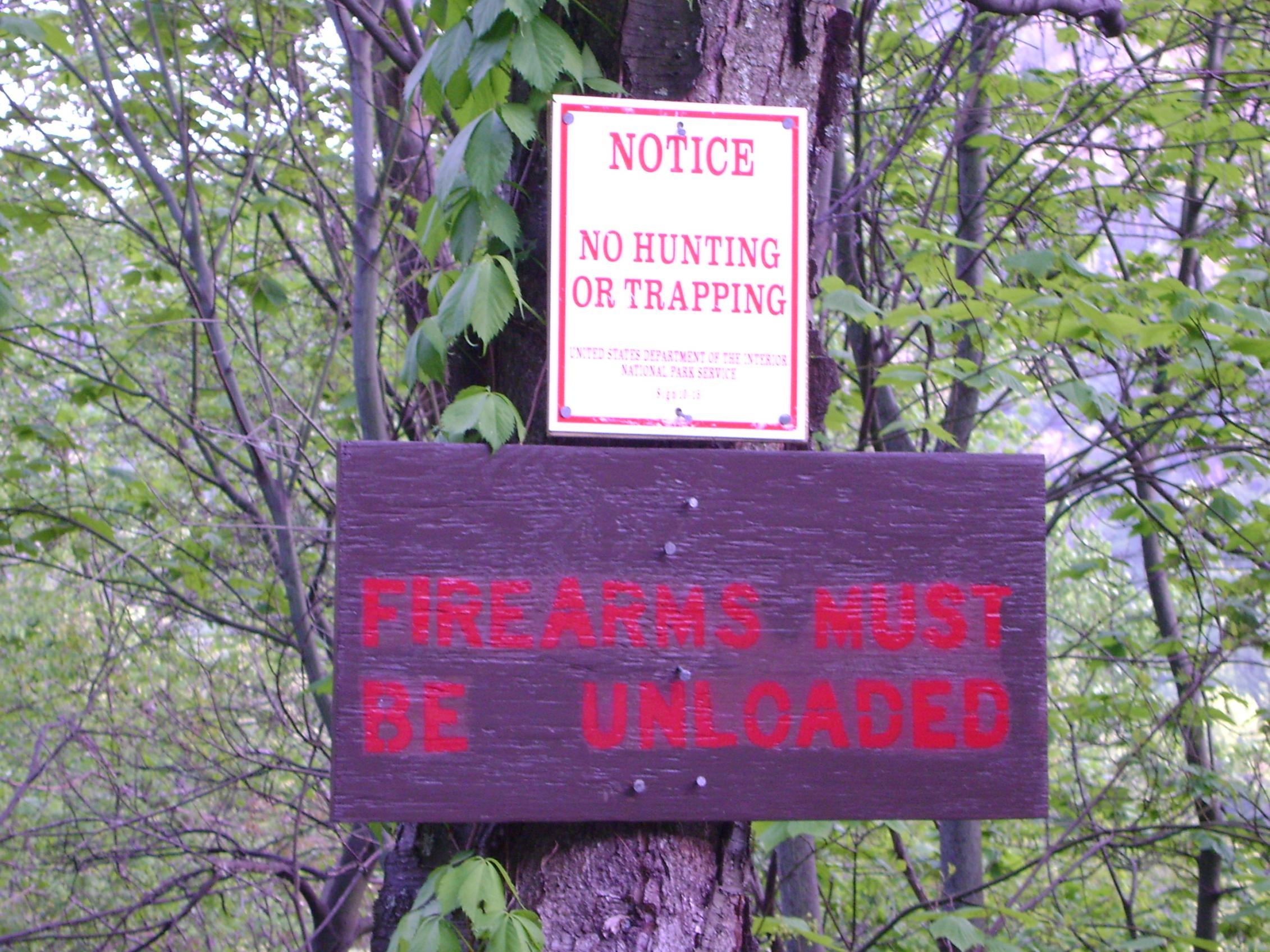 Shenandoah National Park sign that says firearms must be unloaded-dsc03579.jpg