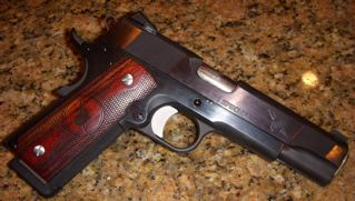 I have got to quit going to the gun store!! New (to me) Les Baer TRS-dscn0123.jpg