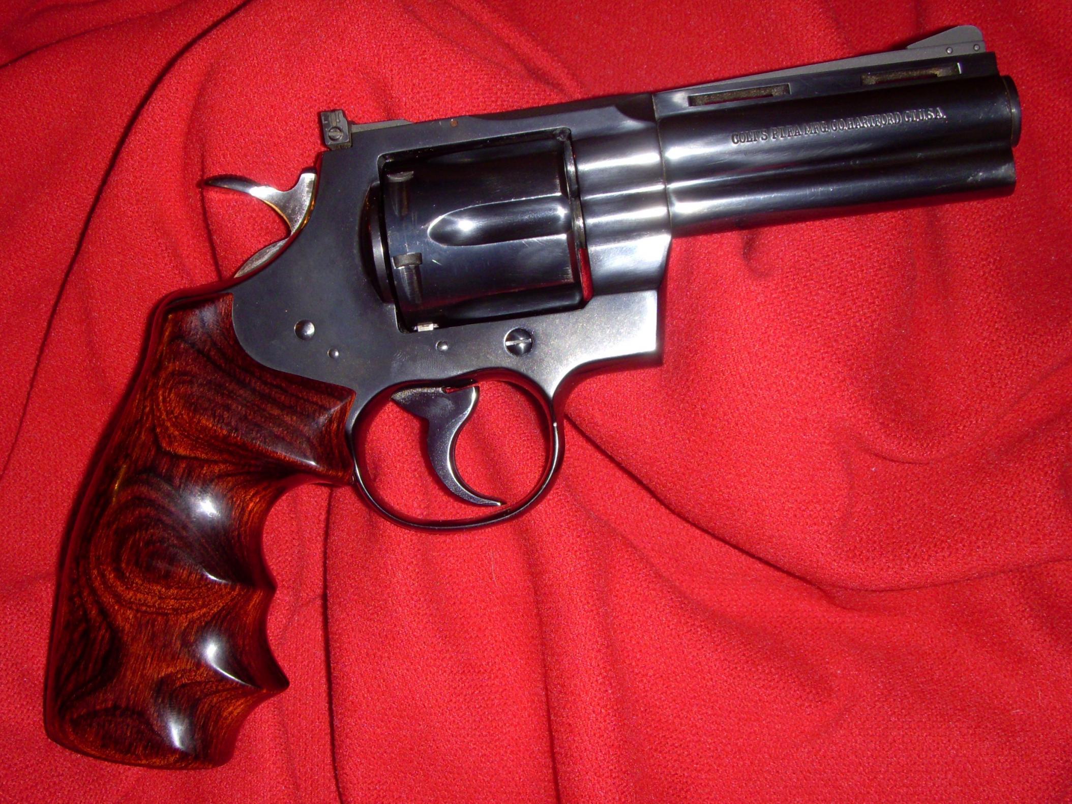 OK fellows... Lets see your Colt Pythons-dscn0444.jpg