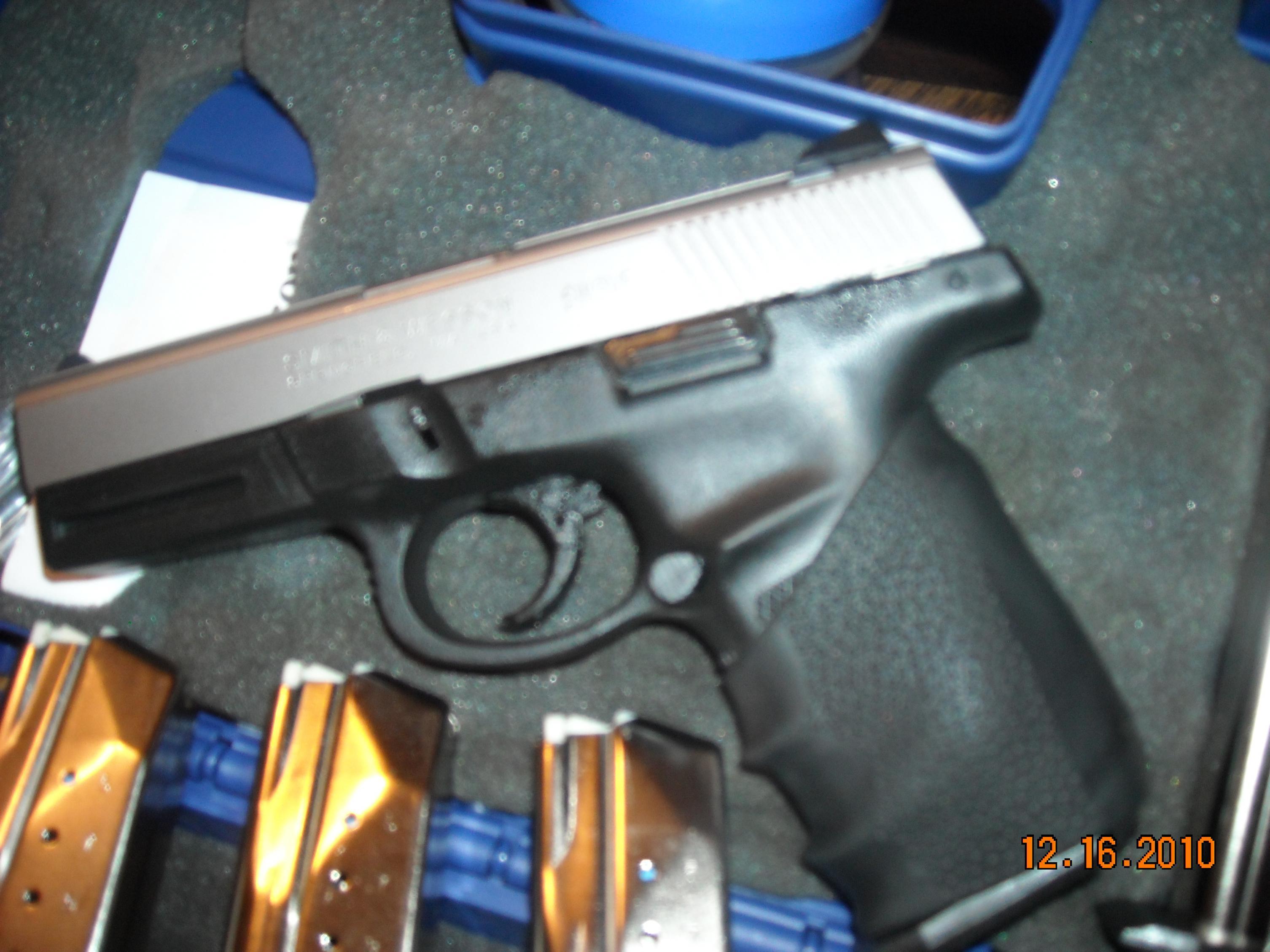 Buds Gunshop.....S&W 9SVE for cheap-dscn1391.jpg