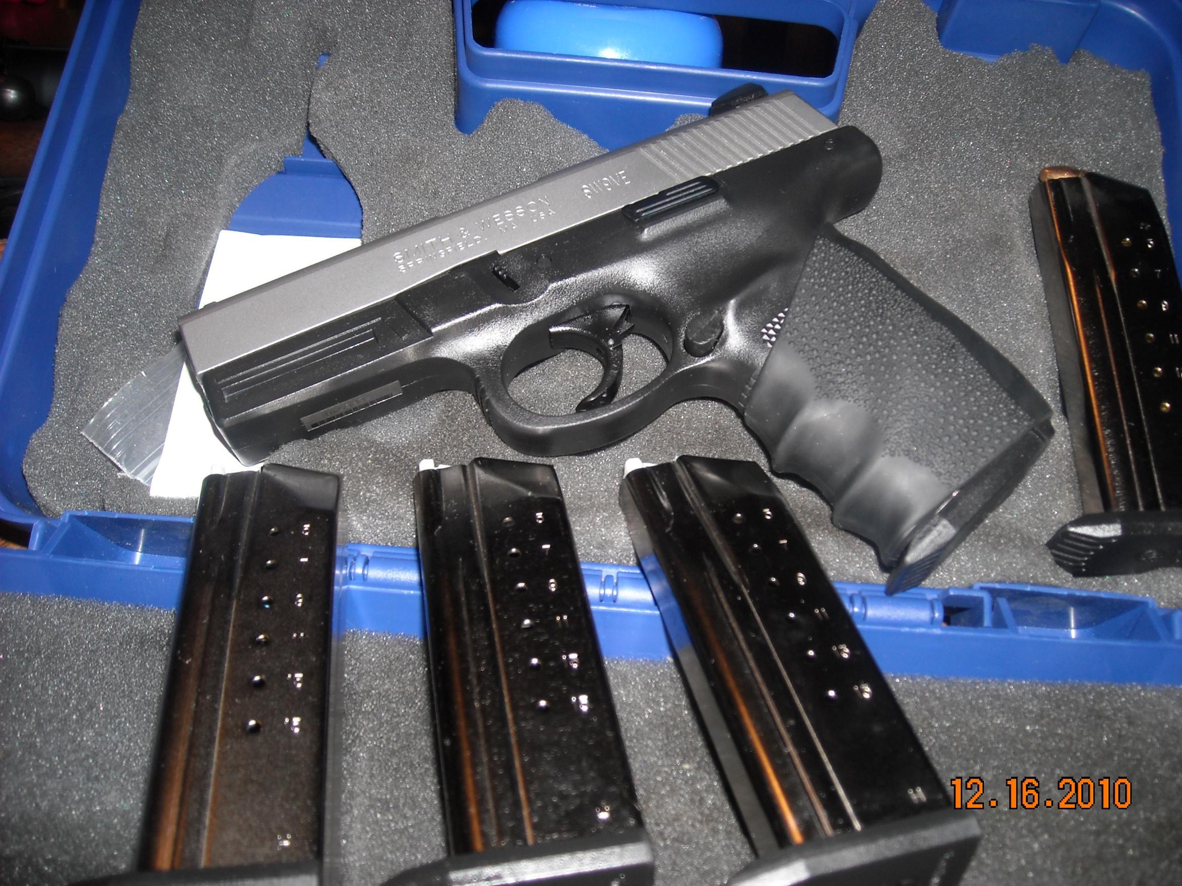 Buds Gunshop.....S&W 9SVE for cheap-dscn1392.jpg
