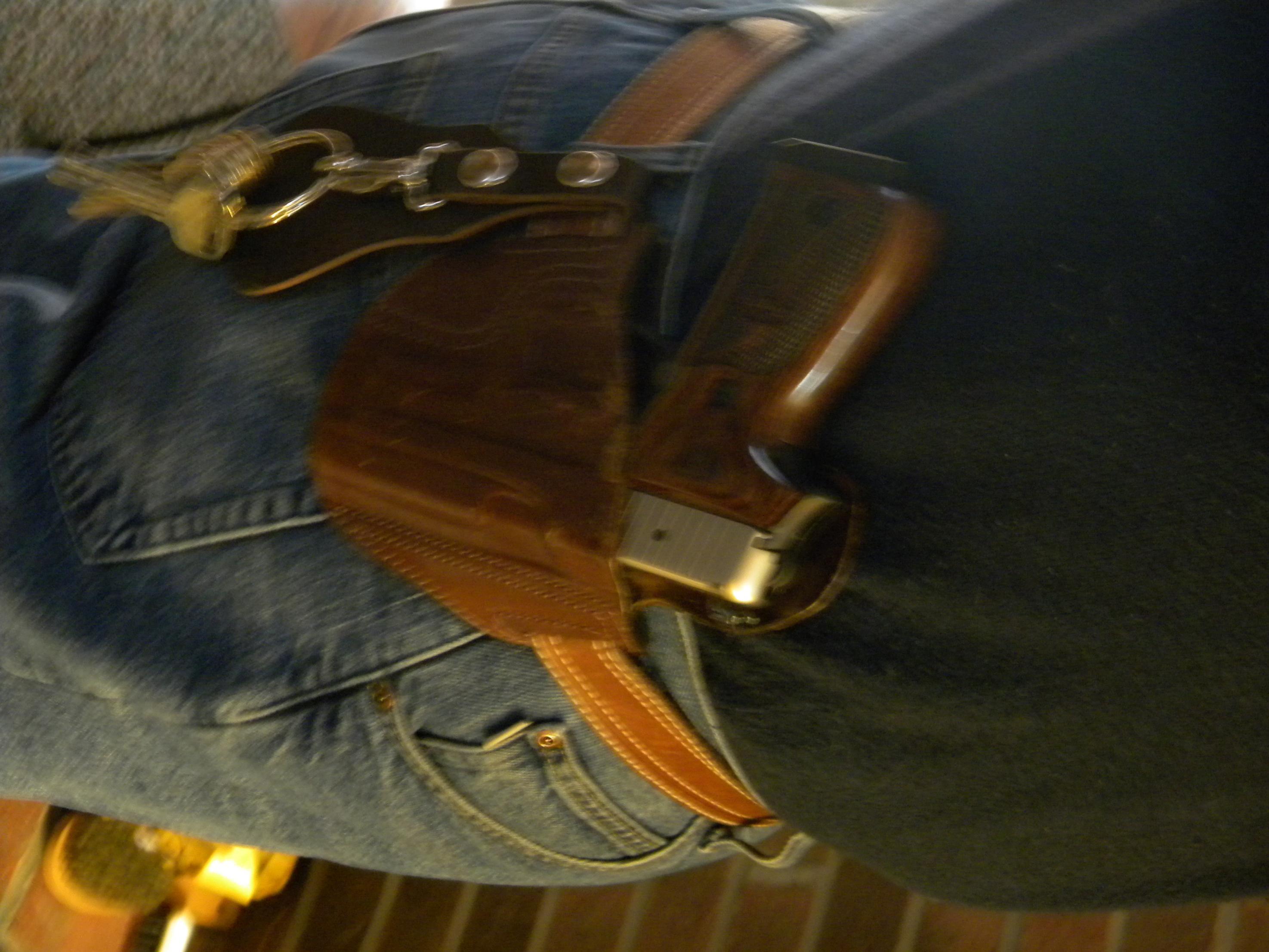 Does OC Make Gun Size a Non-Issue?-edc-002.jpg