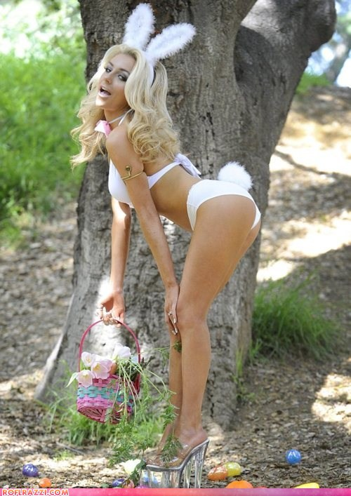 Bought my wife a Valentine's Day Gun...-funny-celebrity-pictures-courtney-stoddens-easter-egg-hunt.jpg