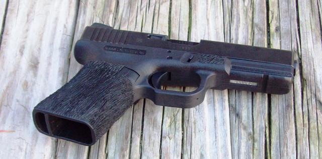 Glock 19; glock 19 mag vs glock 17 mag to carry-g17-grip-chop.jpg