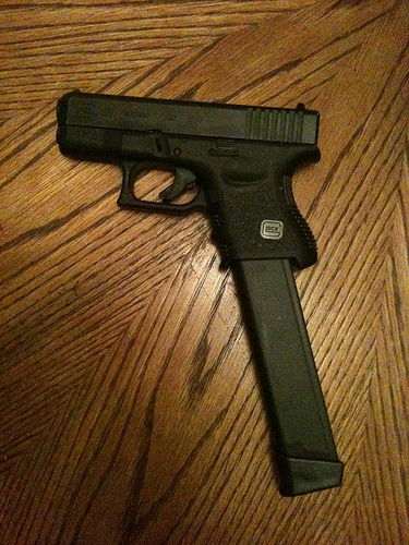pistols with extended magazines-g26-happy-stick.jpg