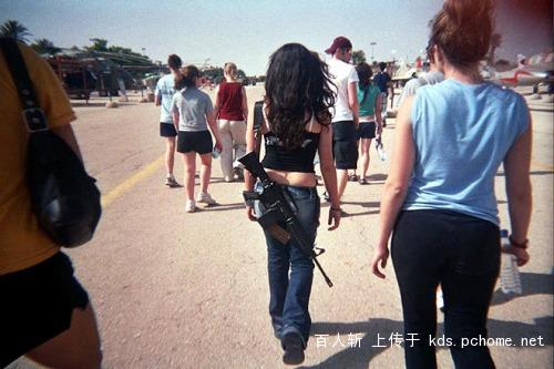 Chinese citizens comments on guns in Wal-Mart-girls-carrying-guns-israel-jew-01.jpg