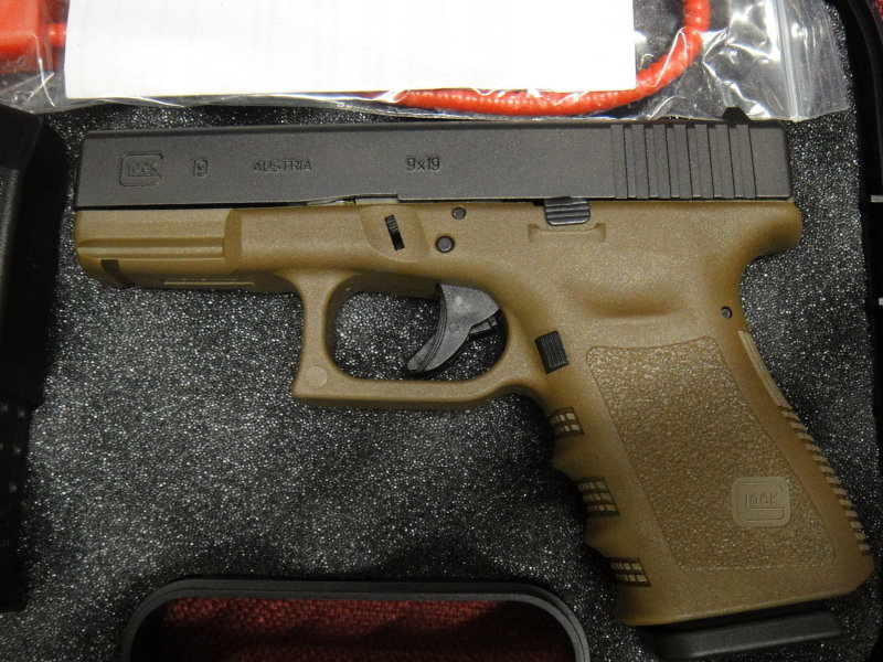 Collector piece, or just somewhat hard to find color? G19 FDE-glock-19-fde2.jpg
