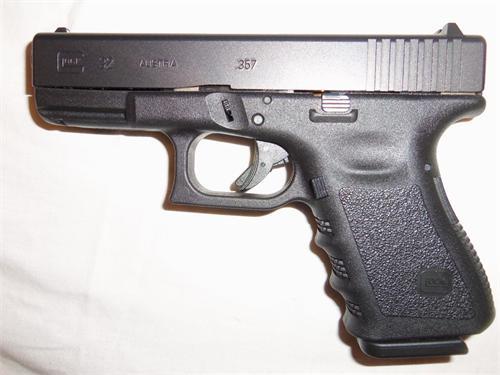 FS:  GLOCK 32 in .357 Sig  LIKE NEW... Plus ammo-glock.jpg