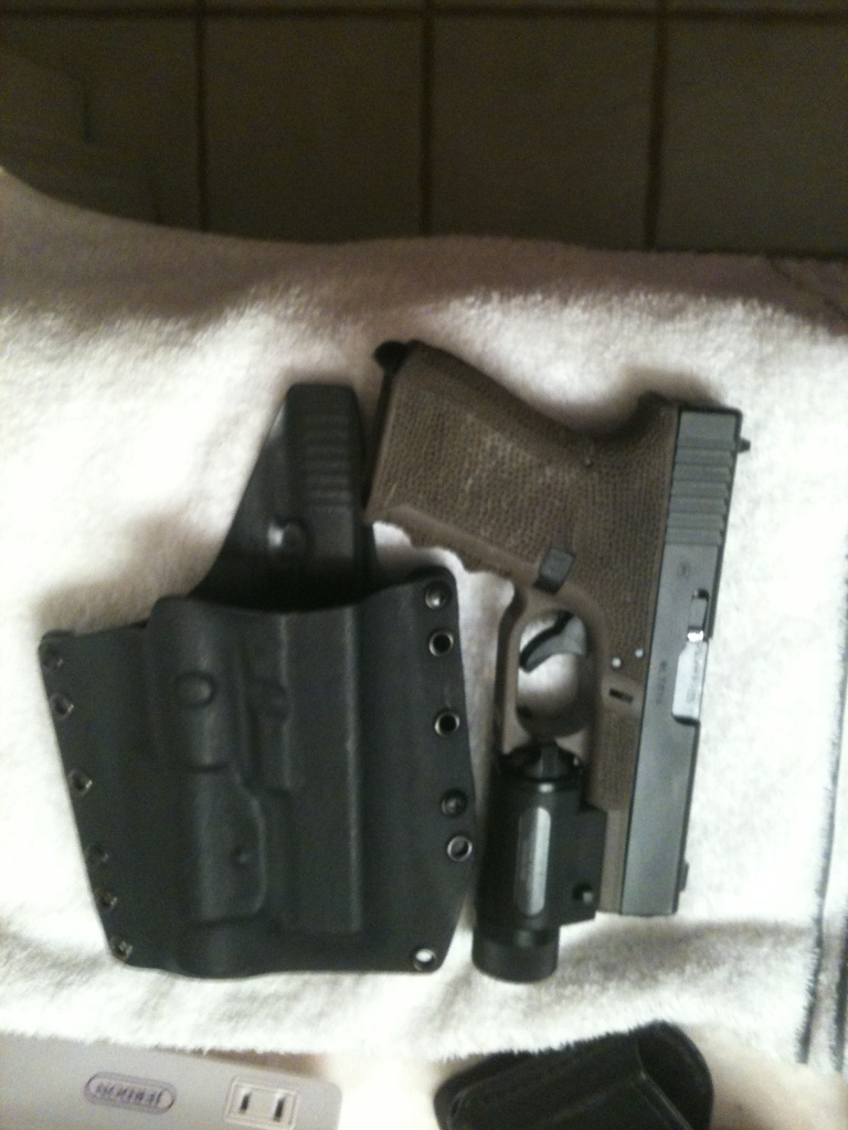 Defensive carry method, when carrying openly -- sidearms, long guns-glock-rcs-2.jpg
