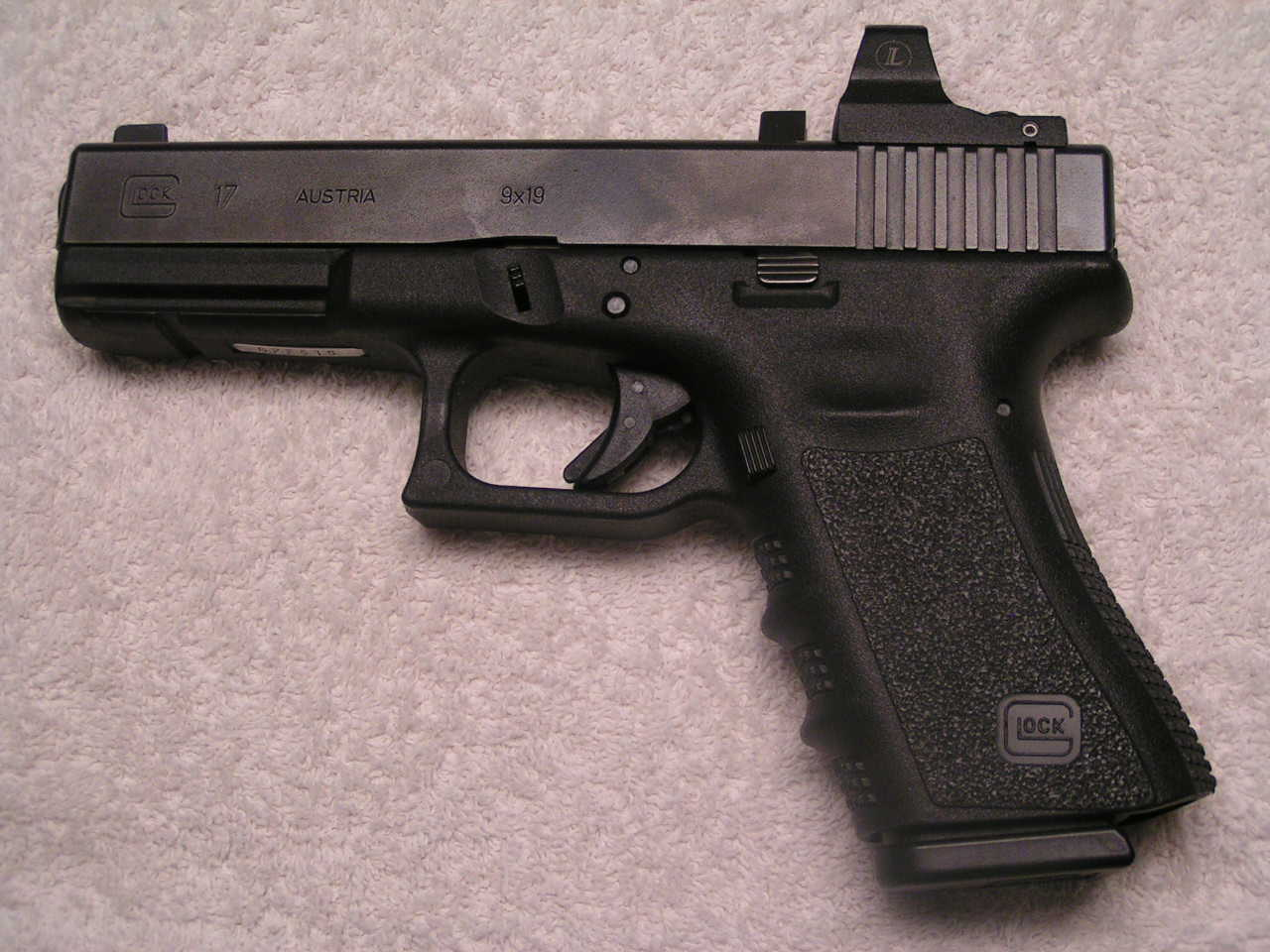 Glock 19 - 17 Photos...-grip-chop-013.jpg