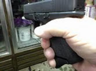 Need some info from anybody with a baby Glock-grip1.jpg