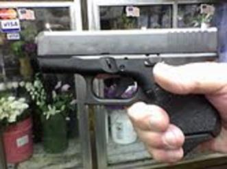 Need some info from anybody with a baby Glock-grip2.jpg
