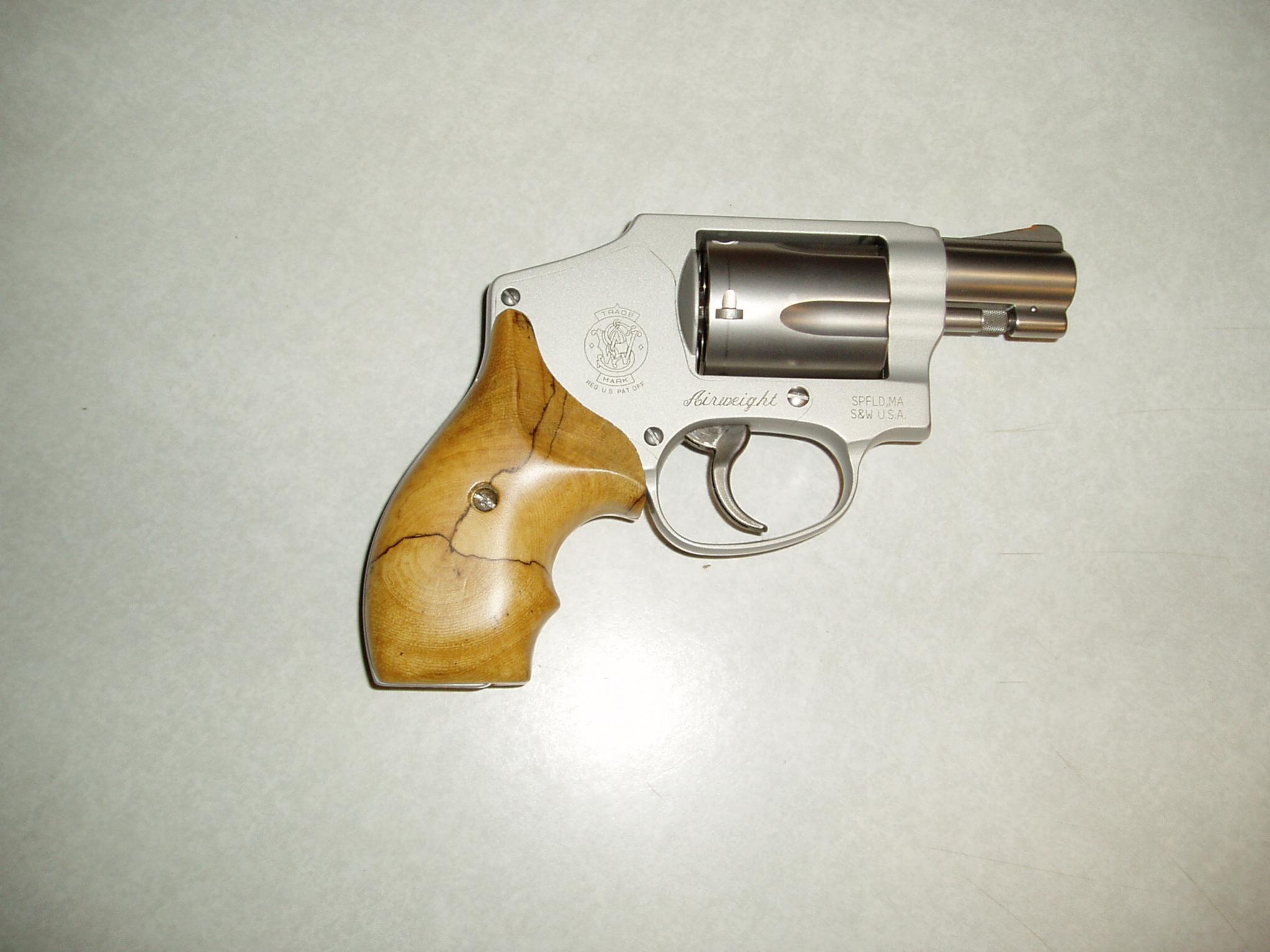 Woo hoo just got my first revolver! S&W 642.-guns-010.jpg