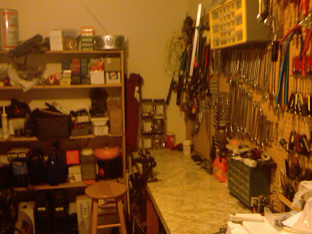 Reloading area and bench-imag0165.jpg