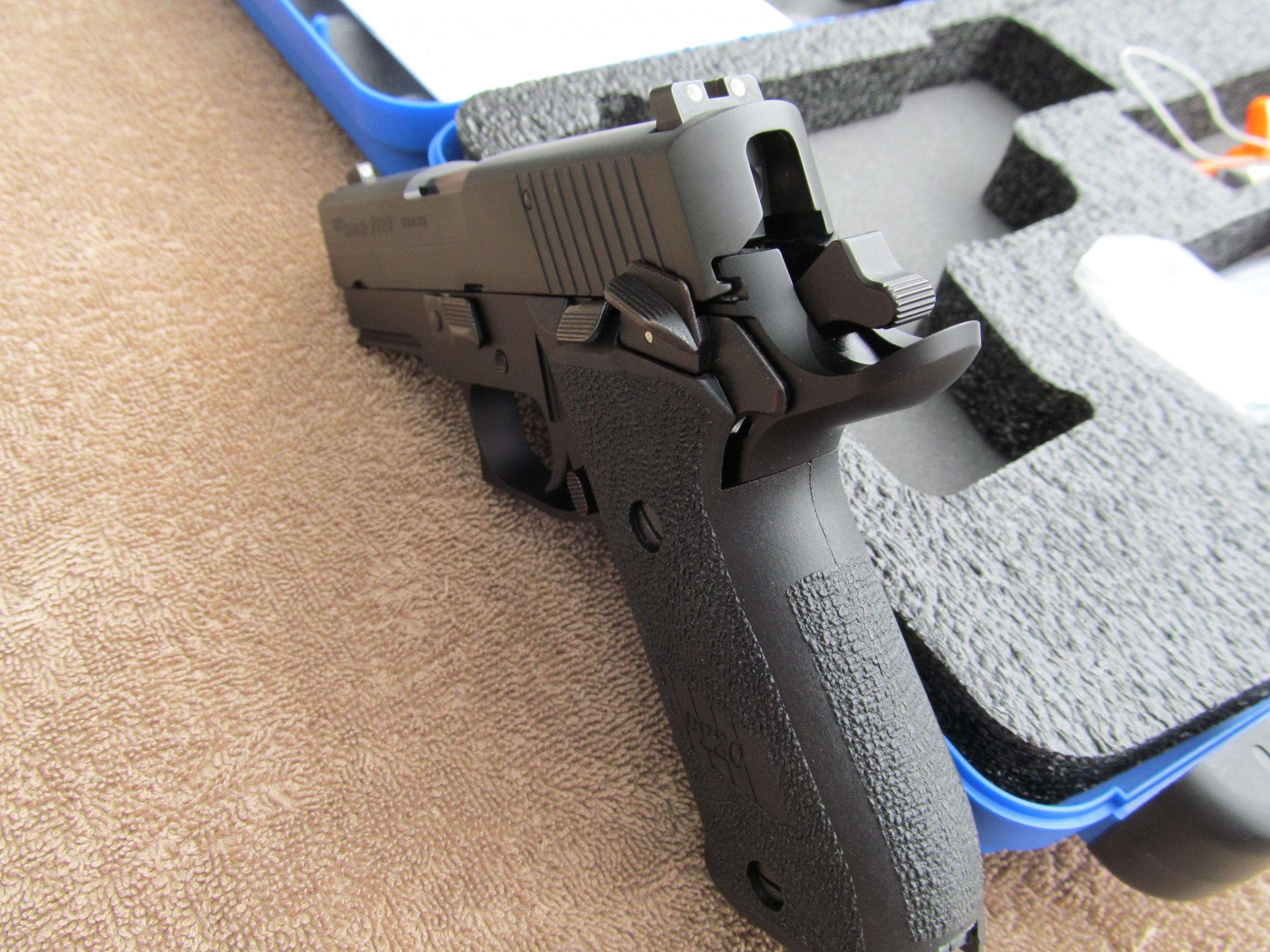 FS: LNIB Sig P220 R Carry SAO - Elite Frame w/ 3 Mags [VA]-img_0041.jpg