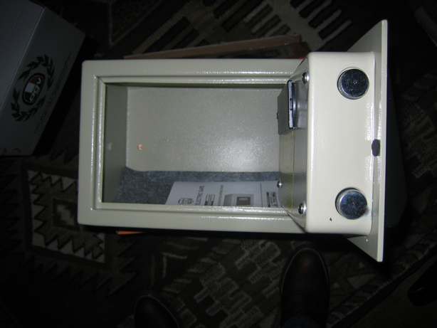 Look---Inexpensive Car Safe-img_1552.jpg