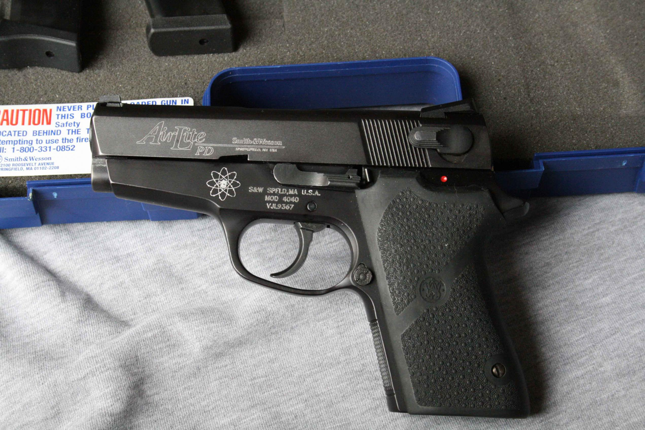 My new to me Smith & Wesson 4040PD-left1.jpg