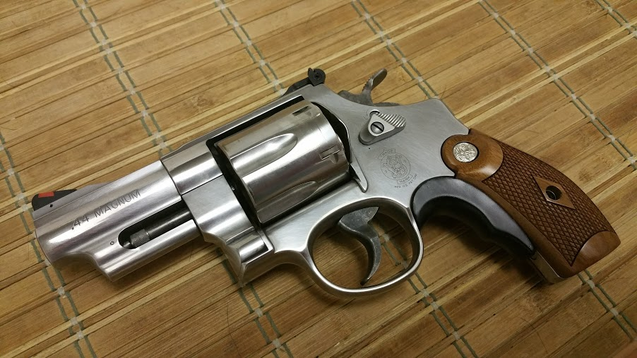 Since we are talking about snub nose revolvers,-m629-classic-grips.jpg
