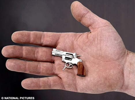 World's Smallest Revolver-minigunhandll_468x348.jpg