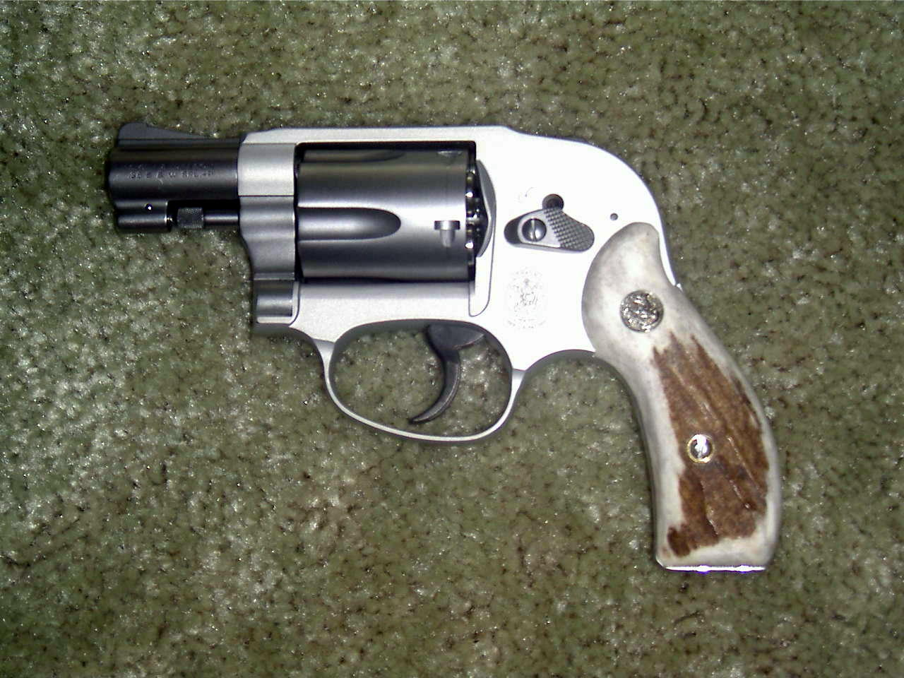 New Stag (Elk) grips for my 638-mlna0018-2-.jpg